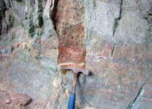 中峠軽石流中の軽石砂層  黒曜石、赤色ガラスを含む