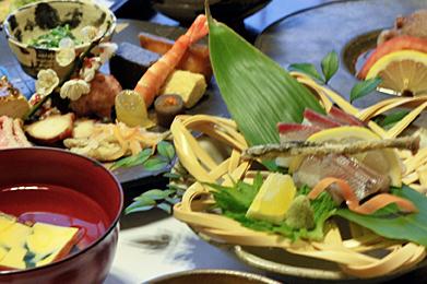 昼食プランの特別膳、特別な集まりの特別な日帰り温泉旅行に、還暦のお祝いや特別な思い出作りの方々に好評です。